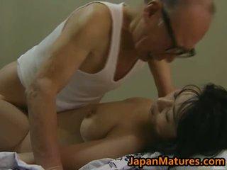 Chaud asiatique nana has mature sexe