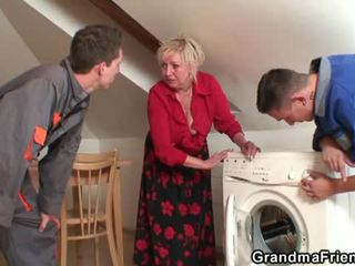 Eski widow services two repairmen