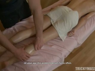 Nóng blowjob vì masseur