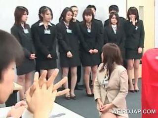 Azjatyckie seks seminar z nastolatka babes giving bjs
