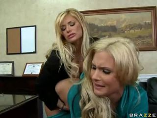 Shyla stylez dan phoenix marie are two seksi blondes