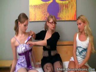 Girls Enjoy Sticking Fingers Inside Their Teacher's Sensuous Crack.