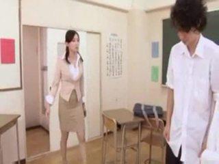 חם יפני מורה