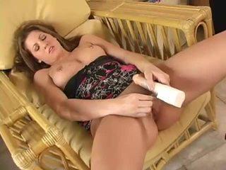 Krūtainas skaistule masturbates
