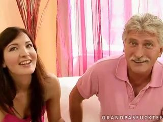 Kakek dan remaja beauty enjoying seksi seks