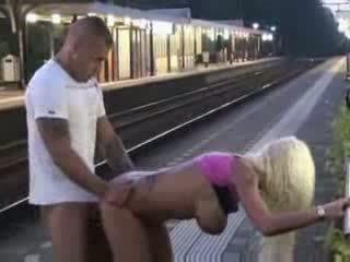 สาธารณะ ใช้ปากกับอวัยวะเพศ และ เพศ ที่ รถไฟ สถานี วีดีโอ