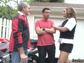 Rebecca bardoux nechat nadržený otec a syn souložit ji ústa