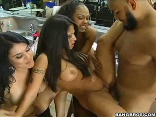 Jenaveve Jolie gets it barbershop, with crowd support