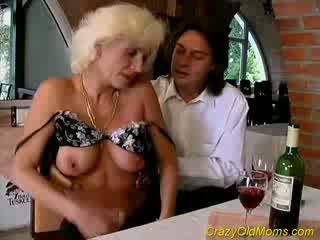Pazzo vecchio mamma gets sborrata sesso