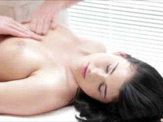 Гаряча luci li gets a повний тіло масаж