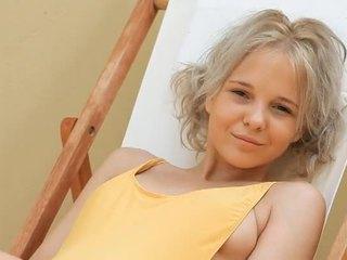 Młody blondynka nastolatka monroe filthy siesta część 1