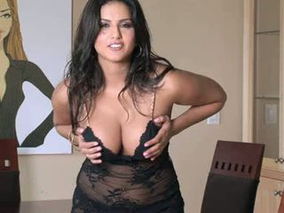 Nggantheng wench sunny leone gets hot and njijiki for one solo pleasure indoor