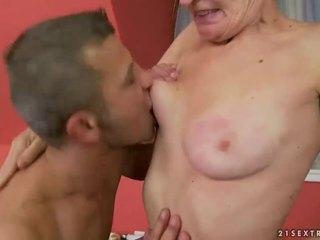 Hot mbah gets her upslika burungpun fucked