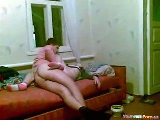 Mabuk tidur posisi laki-laki di atas seks video