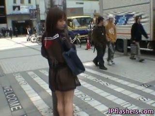 Nua asiática jovem grávida