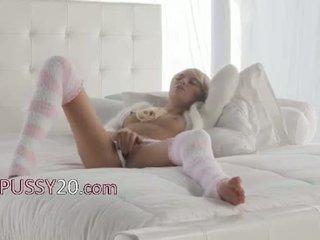 أشقر فتاة emma mae في جنسي kneesocks