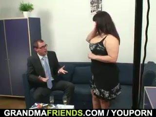 ناضج دهني gets nailed بواسطة two dicks