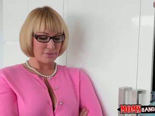 Katerina เป็น เย็น ด้วย เซ็กส์หมู่ 3 คน ด้วย แม่เลี้ยง