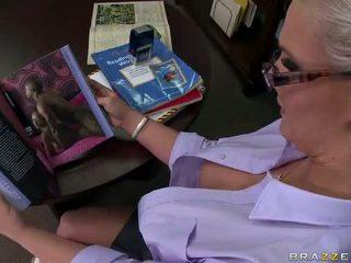 Tattooed blondi opettaja phoenix marie takes a iso kukko video-