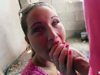سيدة boxer agata flashes الثدي و مارس الجنس