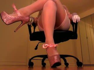 Erotic hypnotist trancing slaves with pink heels