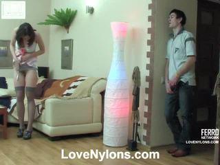 Jaclyn och vitas ardent nylonstrumpor video- aktivitet
