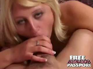 Platinum blondine honing stacy thorn zuigen een reus penis