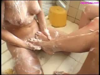 Asian Girl With Collar Sucking 2 Girls Toes While They Kissing Pissed In The Bath