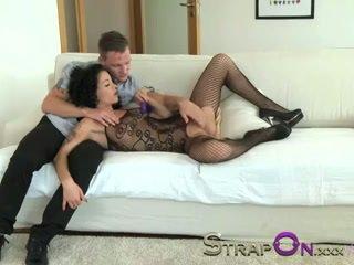ストラップオン バイブレーター ペニスリング double penetration のために 熟女