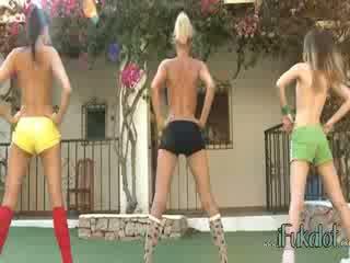 Trio nackt lezzies herstellung aerobic