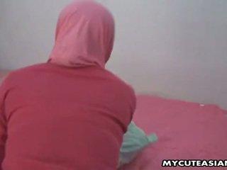 Guapa árabe nena being follada así duro en su coño.
