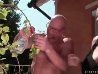 Beruntung kakek fucks buah dada besar remaja gadis