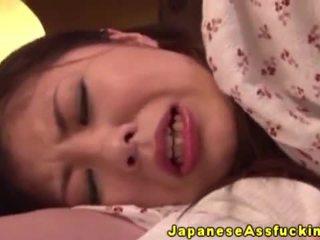 Aziatike japoneze moshë e pjekur në anale luaj