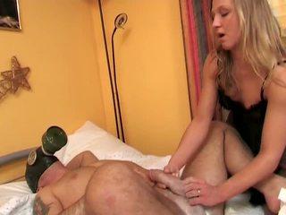 Porner Premium: A gorgeous babe doing handjob .
