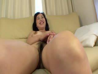 Asiatico adescatrice receiving alcuni clitoride stimulations con dildos
