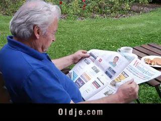 Oldje: ginintuan ang buhok anghel loves older cocks