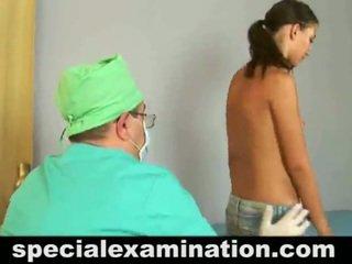 Unclothed 19 letnik old medu has checked up s a doktor.