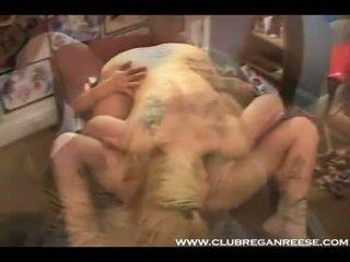 Hot Lezbo Regan Reese Licking Her Girlfriend's Clam Harder Util It Leaks On Her