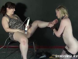 Лесбіянка ніжки licking і фут домінування з лесбійське домінування