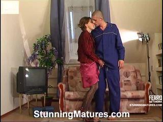 Christie 和 gerhard irresistible mamma 内 actionion