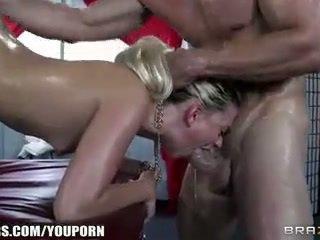 Jessie volt deepthroats її masseur і begs для анал
