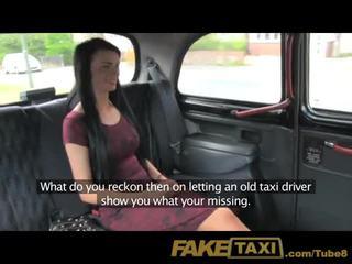Faketaxi mladý dievča s sexy tattoos v zadné sedadlo creampie