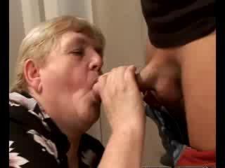 Kimainen mummi gilf swallowing vauva mulkku
