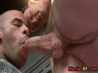 cutie married guy gets his first homo