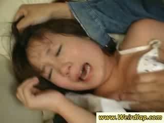 Įtemptas bodied azijietiškas maids gets nubaudimas