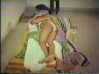 Indiano cameriera scopata con suo boss in cucina