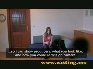 Pemilihan pelakon internal pancutan air mani daripada cantik patung