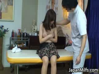 Extremely збуджена японська матусі смокче
