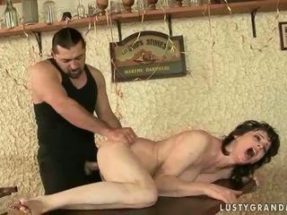 Гаряча бабуся enjoys непристойна секс