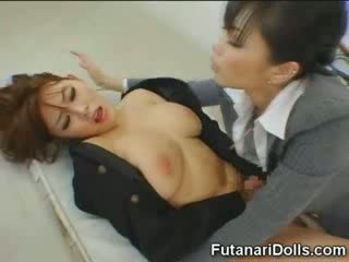 Futanari tastes propriu sperma!